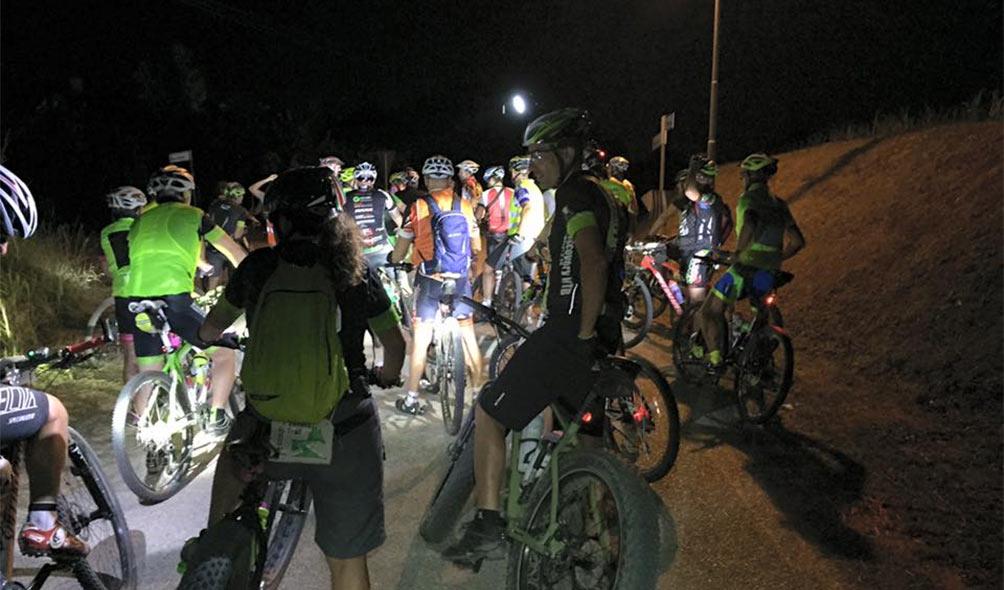 Consigli per correre di notte a piedi o in bicicletta il