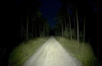 Che illuminazione e luci usare per correre di notte